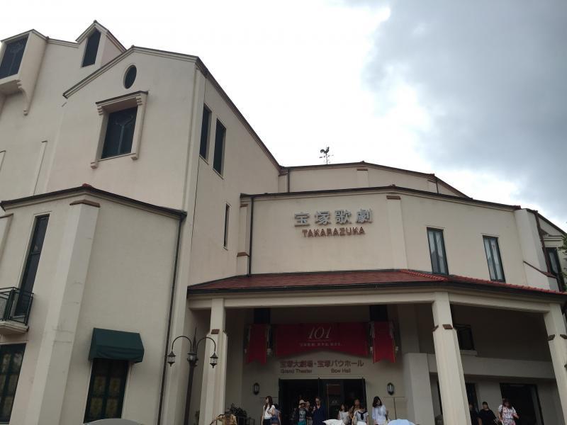 宝塚大劇場エントランス