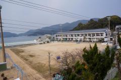 室津小学校