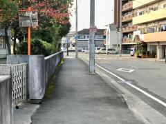 「鶴島小学校前」バス停留所