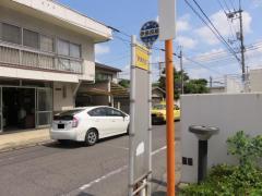 「伊島校前」バス停留所