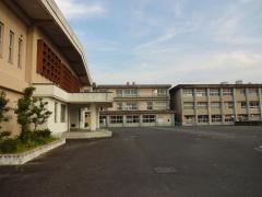 霊峰中学校