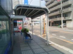 「楽々園」バス停留所