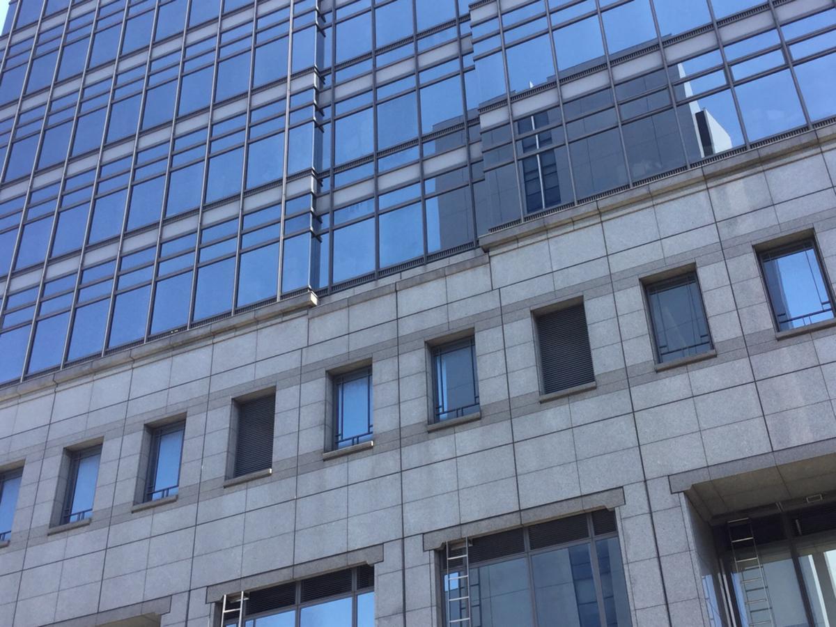 堺市役所の外観です。