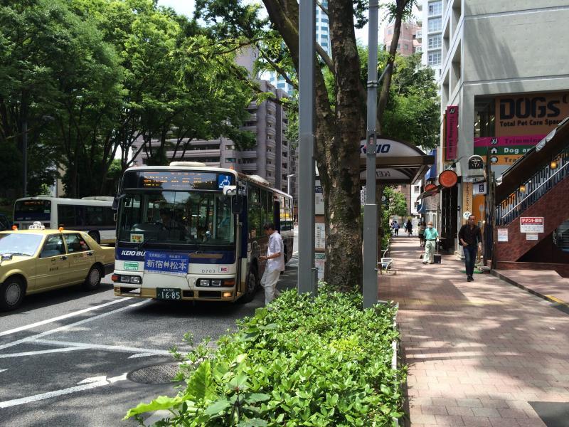 十二社池の下」バス停留所(新宿...