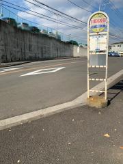 「川和高校前」バス停留所