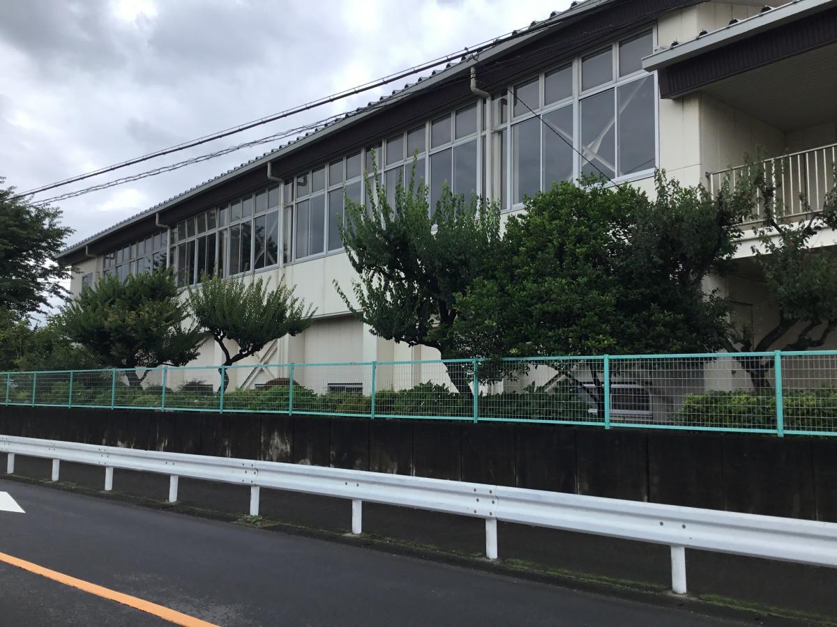 相模原市立大沢中学校。