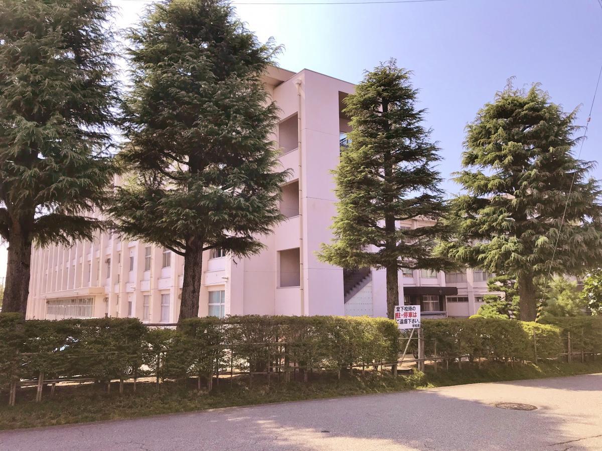 雄山 高校