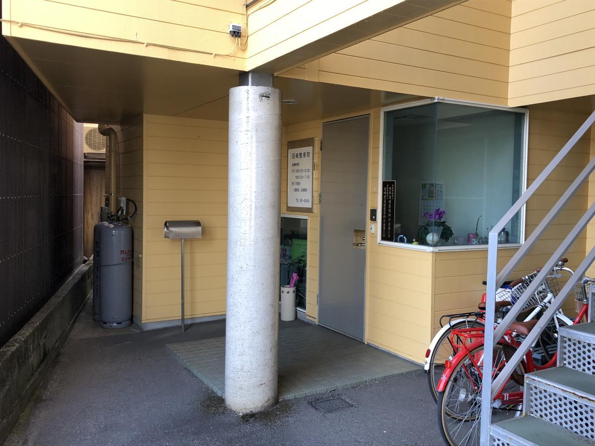 宮崎市「たじま鍼灸整骨院」入口