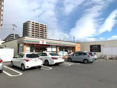 セブンイレブン 虎丸店