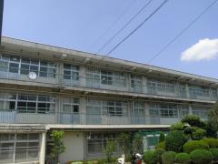 枚岡中学校