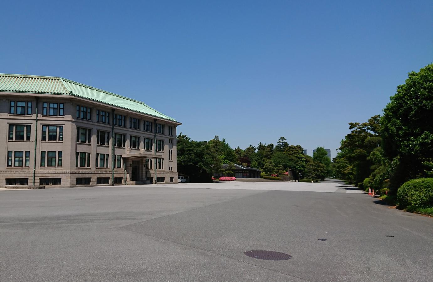 宮内庁庁舎の外観です。
