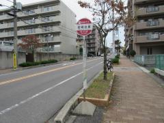 「岩崎台東」バス停留所