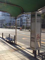 「桃谷駅前」バス停留所