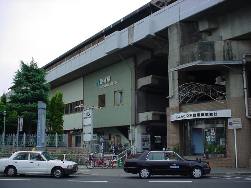 街と駅が融合したとても便利な駅です。