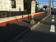 「愛甲橋」バス停留所