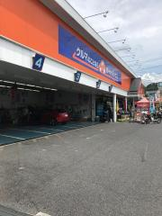 オートバックス なばり店