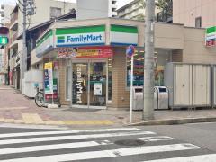 ファミリーマート 金山町店