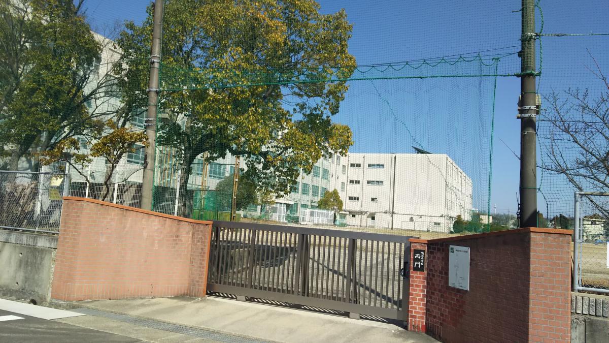 鳴海中学校