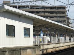 県総合運動場駅