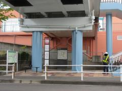 「桃花台センター」バス停留所