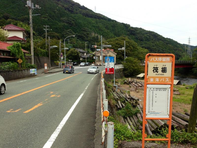 筏場バス停(河津七滝方面)河津駅側風景