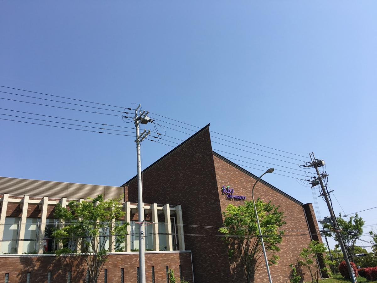 建物西側。
