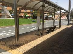 「鶴巻温泉駅」バス停留所