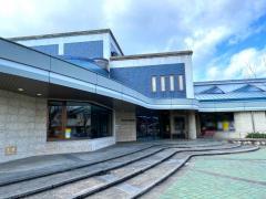 益田市立図書館