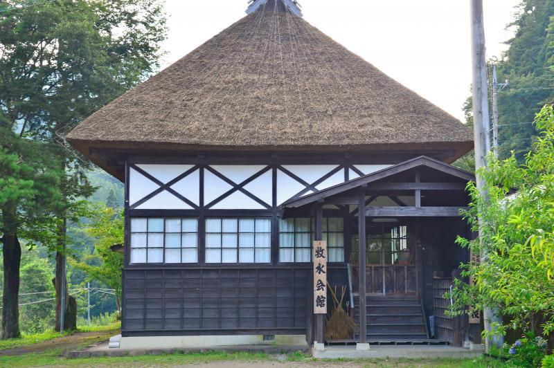 入口正面から見た牧水会館